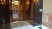 Entrada principal, no accesible para usuarios en silla de ruedas. Museo Municipal de Albacete.