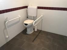Baños adaptados en el centro de interpretación