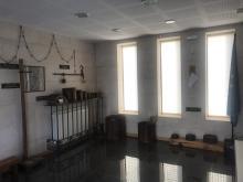 Una de las salas del Centro cultural de Tamajón.