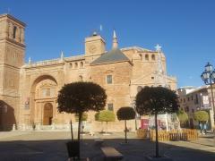 Bancos de descanso en Plaza Mayor de Villanueva de los Infantes, Ciudad Real.
